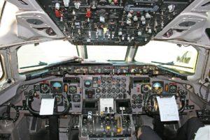 MD-83_flight_deck